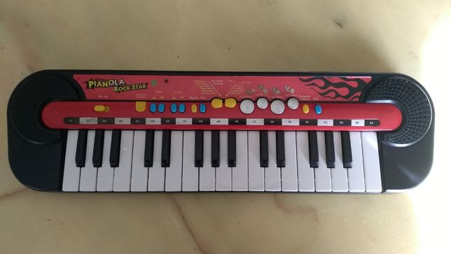 детское пианино-синтезатор pianola rock star
