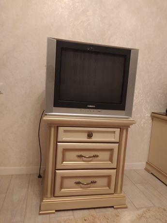 Маленький телевізор Samsung