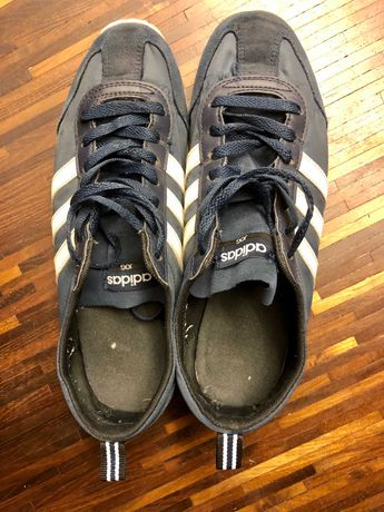 Buty Adidas JOG granatowe z białymi paskami rozmiar 42