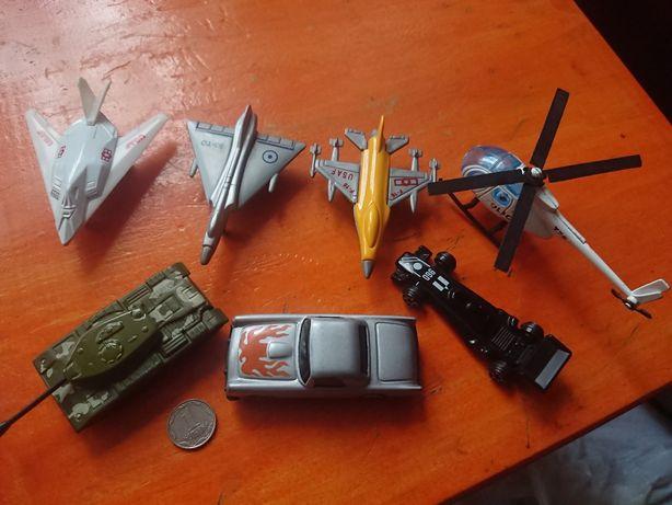 Игрушки модельки машинки самолет вертолет танк