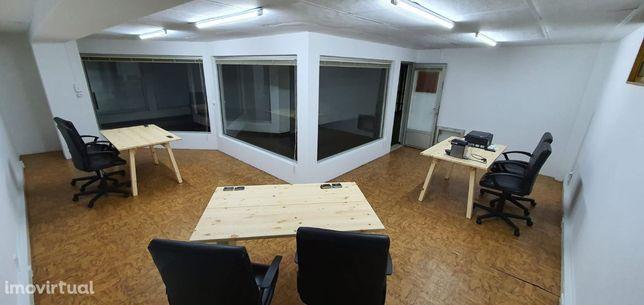 Loja / Escritório + 3 Mesas + 6 cadeiras executivas + Janela exterior