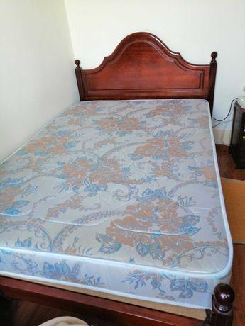 Vende-se cama de casal com colchão
