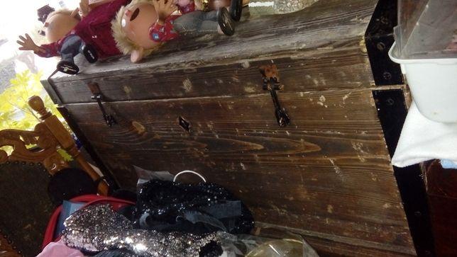 kufer przedwojenny drewno obicia metal ciężki wewnatrz przykl deski