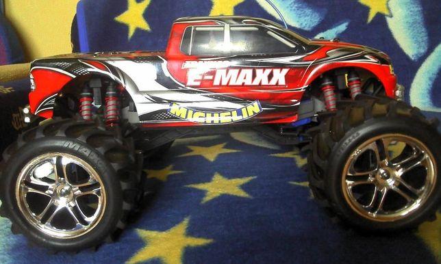 Как во всех радиоуправляемых машинах от Traxxas, в модели E-Maxx EVX-2