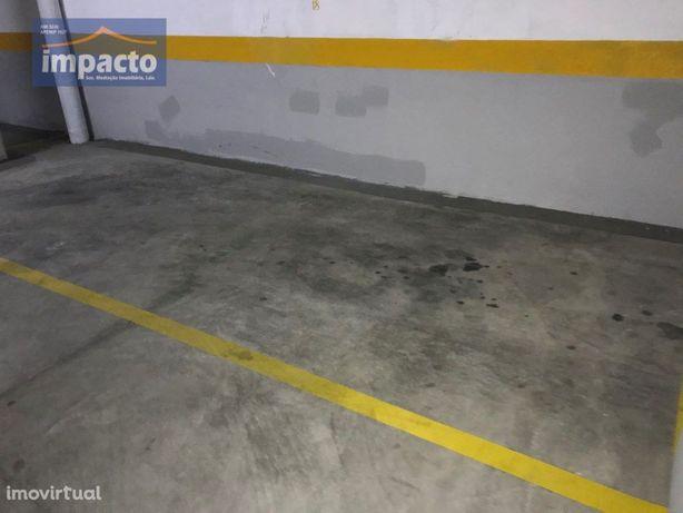 Parqueamento 12 m2, Loures