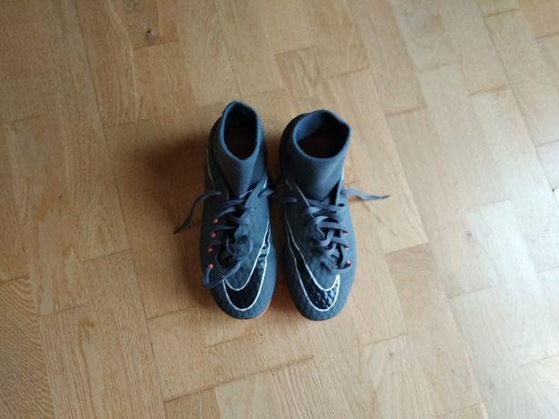 Buty sportowe korki Nike rozm.37