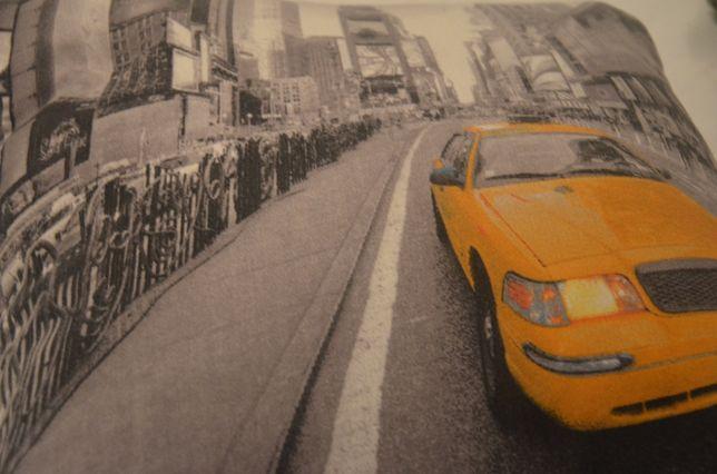 Poszewka na podsuszkę z żółtą taksówką.