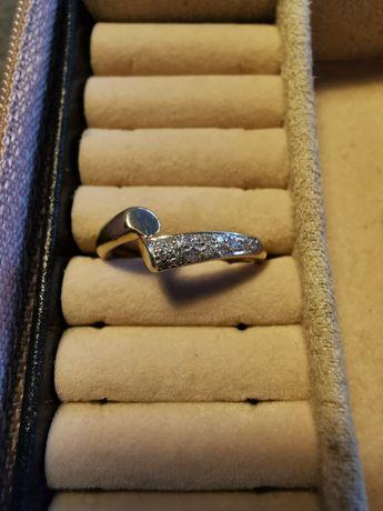 Złoty pierścionek z diamentami certyfikat złoto 585 diamenty rozm. 12
