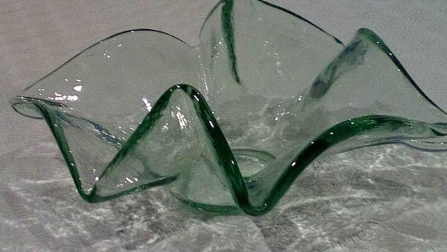 Centro de mesa muito invulgar e delicado, em vidro transparente