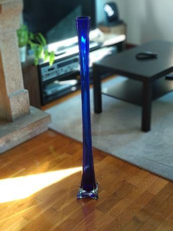 Vaso solitário em vidro azul, 100 cm de altura
