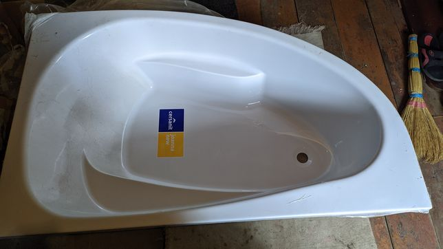 Продам угловую ванную