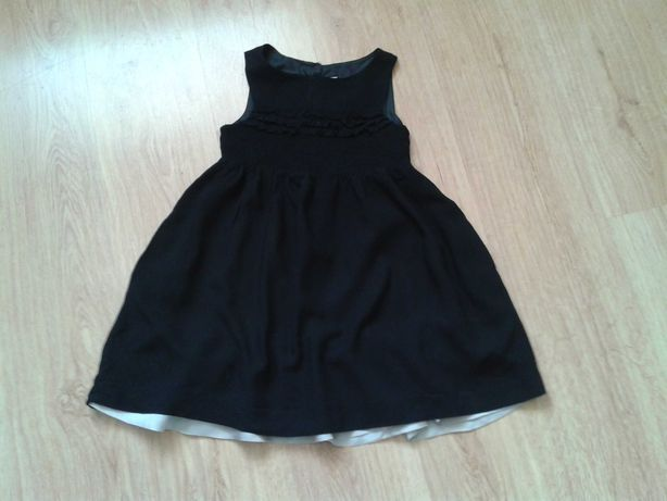Śliczna czarna sukienka dla małej damy Zara