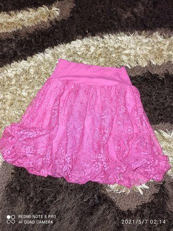 Różowa koronkowa spodniczka 110