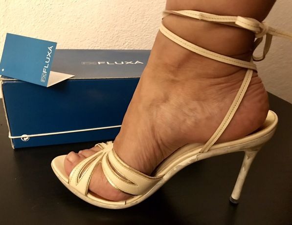 Sandálias de marca novas