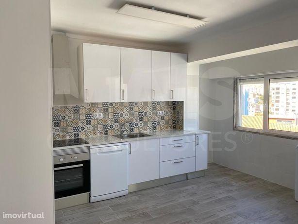 Apartamento T2 em Alguava-Cacém totalmente remodelado