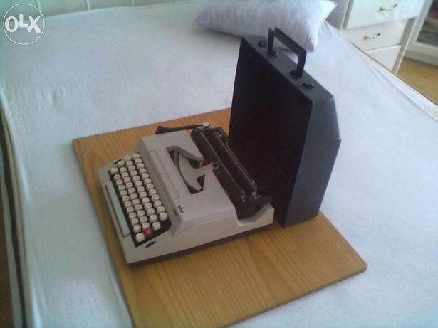 Máquina escrever nova na caixa