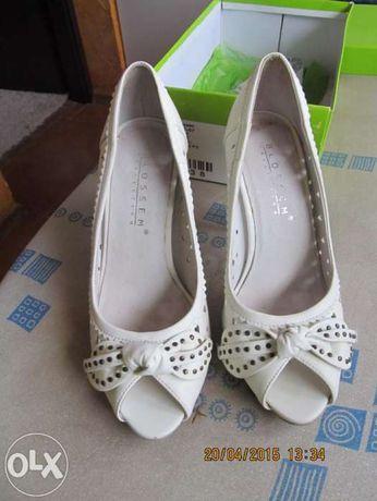 отличные туфли -босоножки белые р.36.