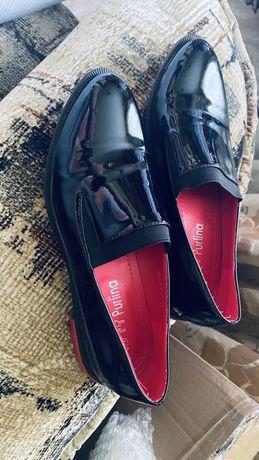 Туфлі чорні лаковані
