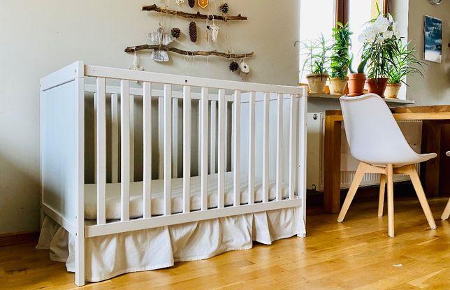 Łóżeczko dziecięce SUNDVIG ikea, materacyk, prześcieradełka, falbanka