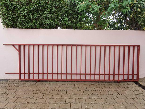 Portão de correr em ferro galvanizado
