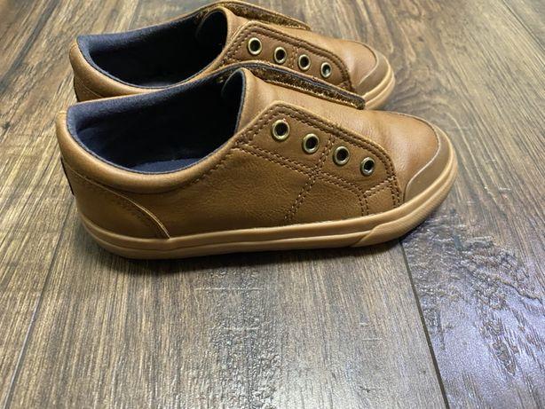 Продам спортивные туфли Next