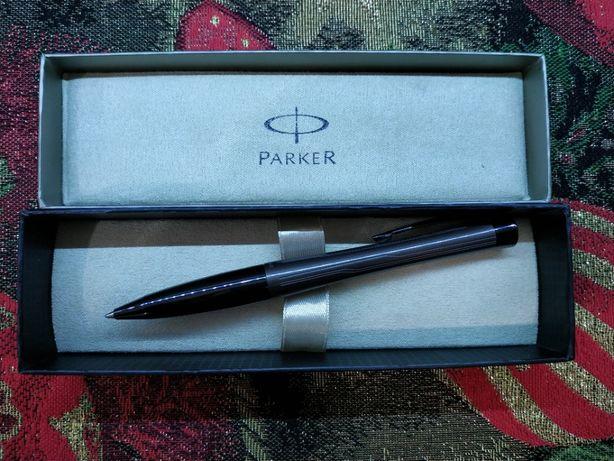 Шариковая ручка Parker.