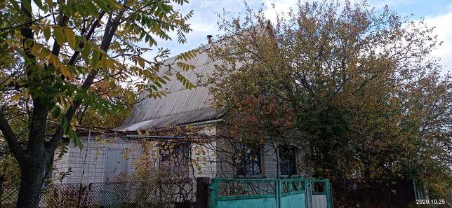 Земельна ділянка з будинком.