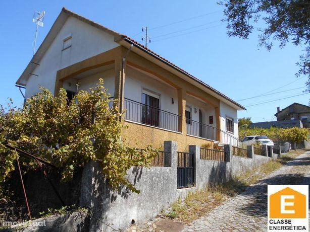 Casa habitável com 3 quartos e garagem junto á vila de Ansião.