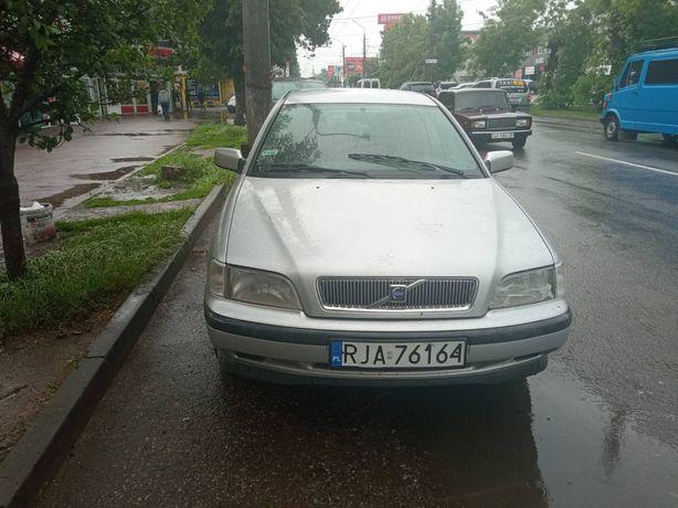 Автомобіль Volvo