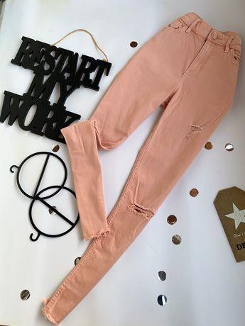 Пудровые рваные джинсы на высокой посадке