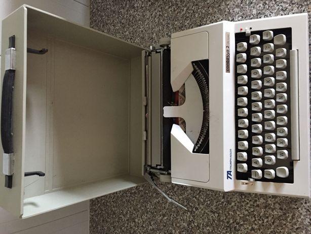 Máquina escrever com tampa