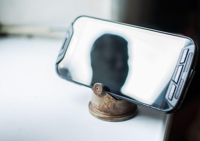 Подставка под мобильный телефон из гильзы 37мм