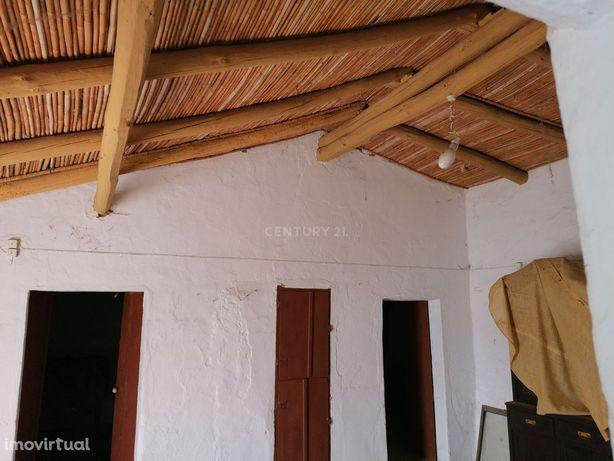 Moradia em Tacões (São João dos Caldeireiros) para Reabilitar. 134,21