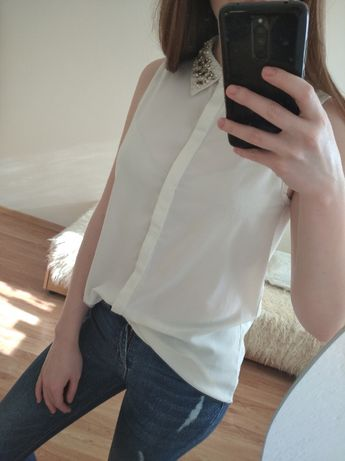 Biała koszula z diamencikami na kołnierzyku