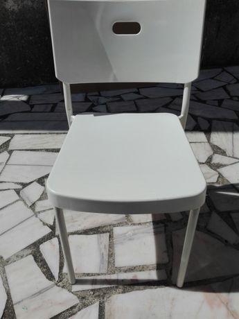 Mesa 8 pessoas cadeiras