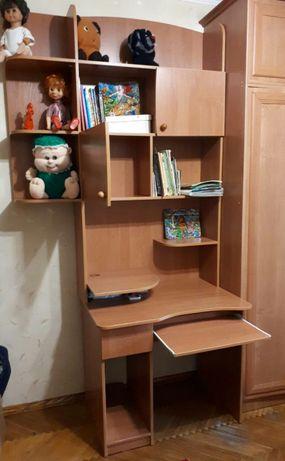 Стол с полочками для школьников