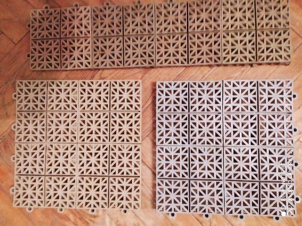 сборные пластмассовые коврики состоят из секций 12,5х12,5 см,