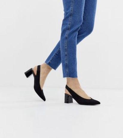 Sapato stradivarius novos