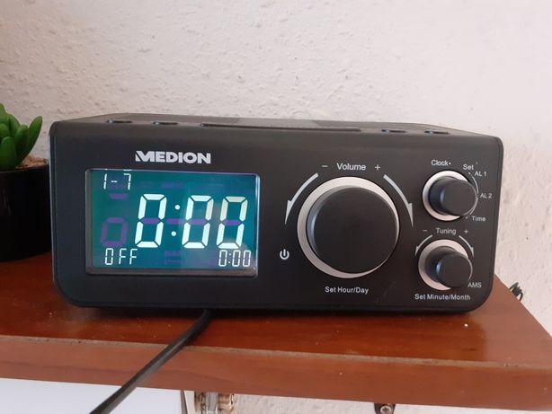 Radiobudzik medion