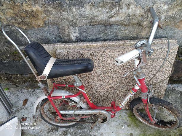 Bicicleta de crianca antiga