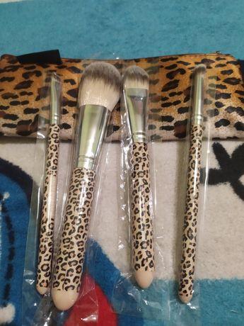 Подарочный набор кистей для макияжа Farmasi