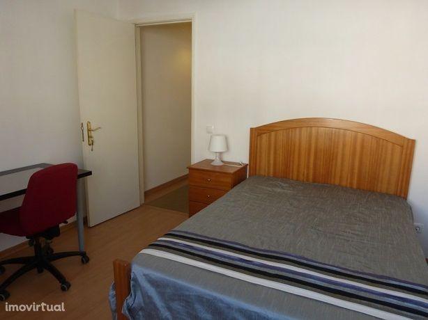 Aluga-se quarto em Olaias/Alameda/Estudante