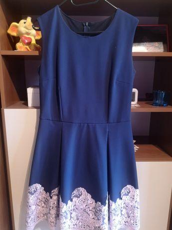 Granatowa sukienka z pudrową koronką na wesele 40 L