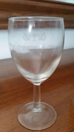 24 copos de vinho