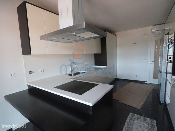Apartamento T2 NOVO com TERRAÇO nas Colinas do Cruzeiro.
