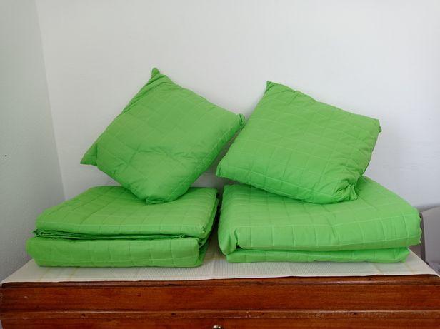 Colchas decorativas e almofadas