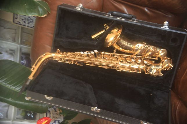 saxofone aito como novo com caixa preço de venda 280 euros