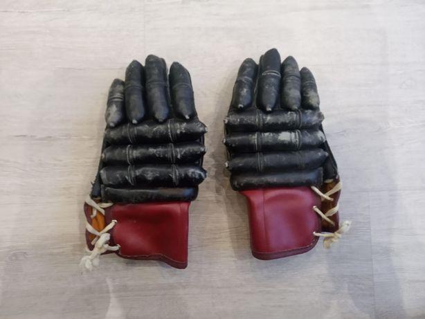 Продам хоккейные перчатки СССР