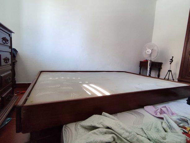 Dou cama casal - tem de retirar montada