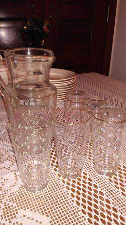 Jarro e 5 copos muito antigos